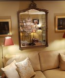 franse spiegel in klassiek interieur