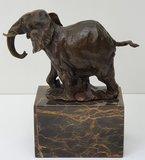 bronzen olifant bronze elephant on marble