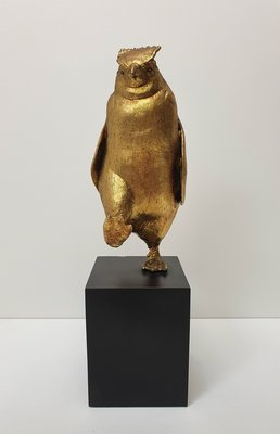 Pinguin bladgoud op zwarte voet