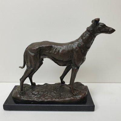 Brons figuur greyhound hazewindhond op marmer voet