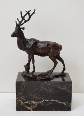 Bronzen beeldje van een klein hertje