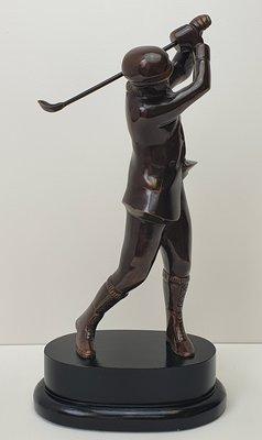 Brons figuur van een golfer golfspeler