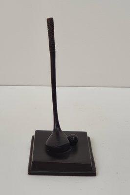 bronzen beeldje van golfstick met golfbal