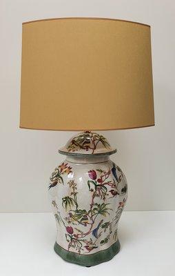 Tafellamp aardewerk voet met tekening van vogels en bloemen incl. kap met gouden binnenkant