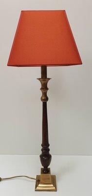 Sfeerlamp met messing 4 kant voet en vierkant rode lampenkap