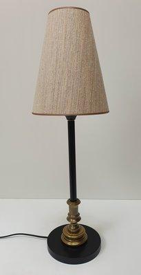 Tafel lamp zwart met messing detail en zandkleurig beige handgemaakte lampenkap