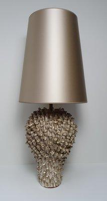 keramiek koraal grote tafellamp met hoge lampenkap in champgagne kleur