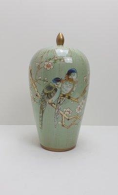 mintgroene pot met deksel met vogels op bloesemtak