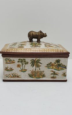 Aardewerk decoratieve box exotisch beschilderd met palmbomen met deksel en messing elementen