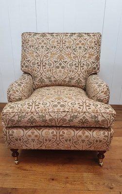 Klassieke Engelse fauteuil met wieltjes in Dickens meubelstof