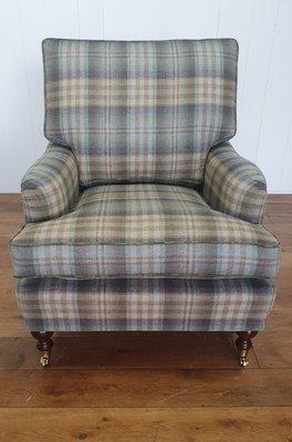 Klassiek Engelse fauteuil in Mulberry wollen tartan ruit