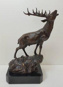 burlend hert bronstijd roaring deer brons op marmer