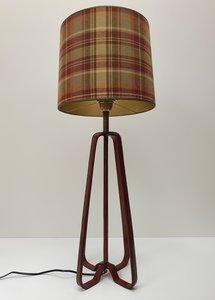 Bruin leren tafellamp opengewerkt  en exclusieve geruite lampenkap cilinder model handegmaakt is incl.