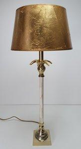 Exclusieve verlichting in de roomwit met gouden sfeer. Deze sfeerlamp is gemaakt van messing vierkant voet incl. bladgouden lam